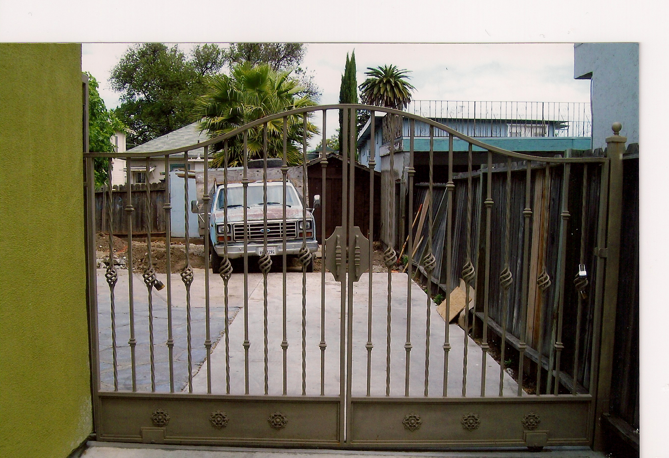 Wooden Knuckles Gates A V M Iron Works Inc In The San Jose Bay Area
