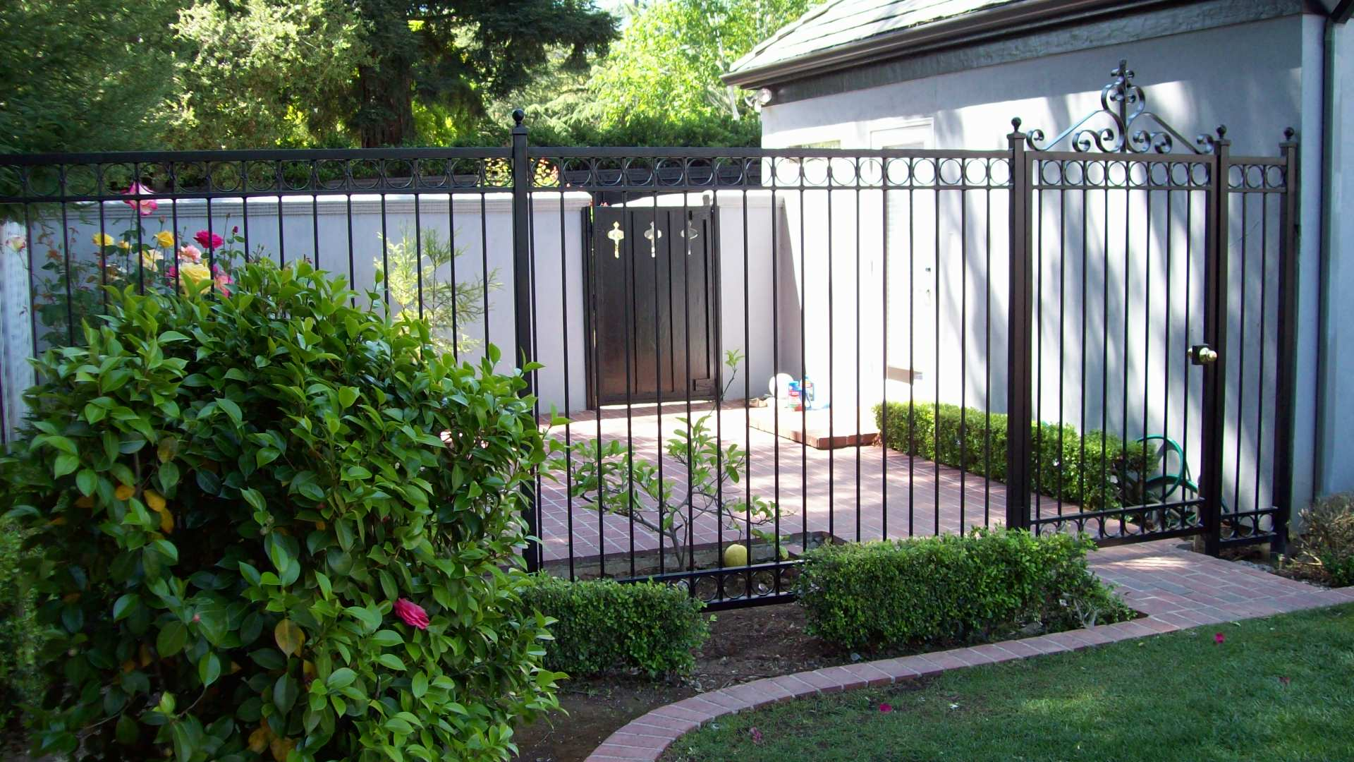 Diy simple iron fence designs plans free for Simple fence plans